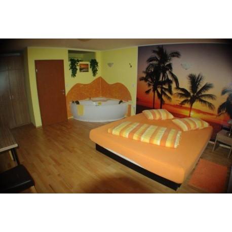 Romantični najem sobe z jacuzzijem in uporabo savne
